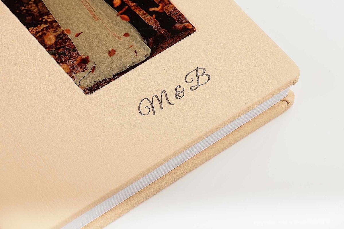 Fotokniha z Talianskej kože s oknom - 20x20