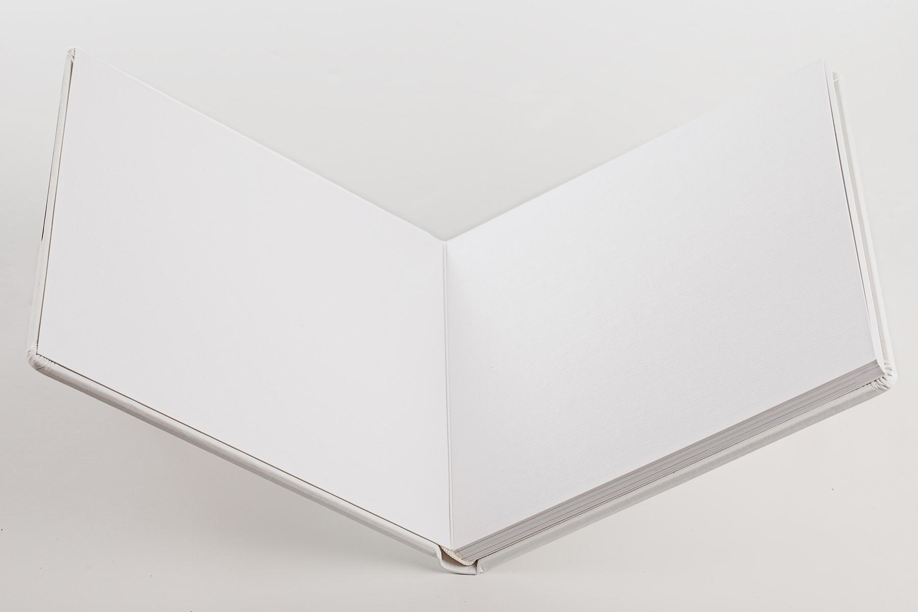Biely karton